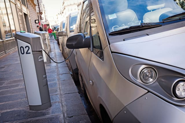 Electric vehicles save motorists £750 a year