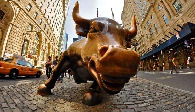 BTEGDM Wall Street, New York City stock market bull  bull; wall; street; stock; market; statue; New; York; City; USA; United; St