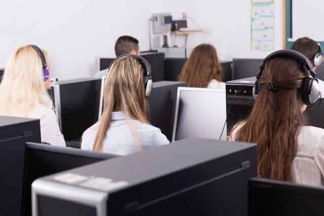 Employees  receiving calls
