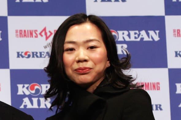 Korean air executive delays plane over way cabin crew served nuts