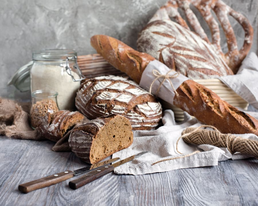 Whole grain bread varieties contain more nutrients than its paler