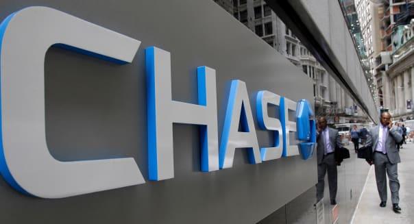 Earns JPMorgan CHase