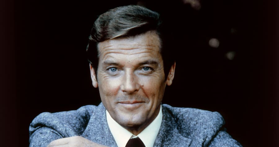 actor-roger-moore-on-the-set-of-moonraker-picture-id607391734