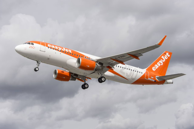 Thirty passengers bumped off Easyjet flight from Glasgow to Luton