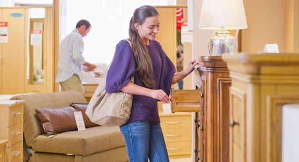 Save big on new furniture veteran salespeople share their for Furniture 0 finance
