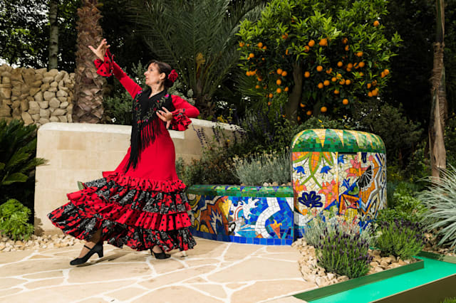 Viking Cruises Serenades Chelsea Flower Show With Spanish Culture