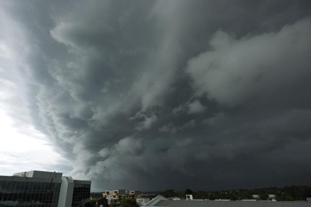 Severe storm threatens leafy city suburbs