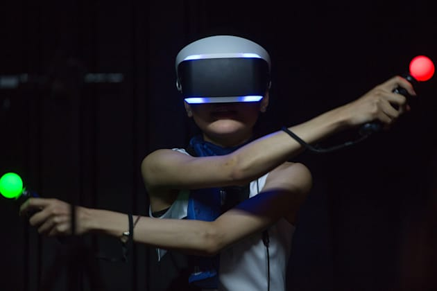 Chiba, Japan. 18th Sep, 2014. A model demonstrates a virtual reality headset by Sony PlayStation at the 2014 Tokyo Game Show whi
