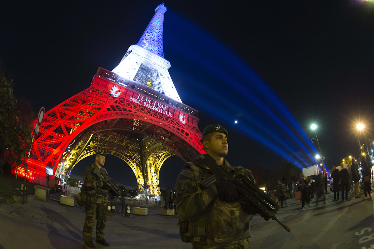 FRANCE-ATTACKS-SECURITY-EIFFEL-TOWER
