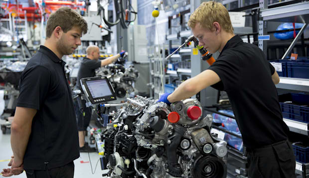 Mercedes-AMG Factory in Germany - Trainee Supervised Building V8 Engine