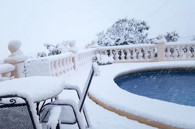 Snow hits Spain for first time in years