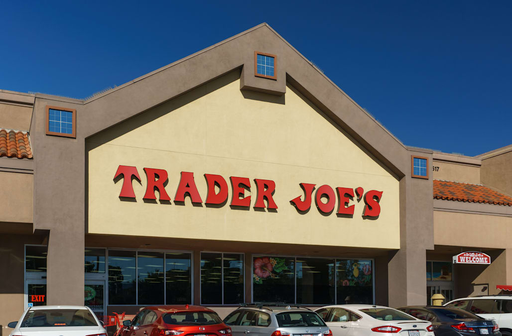 SAN DIEGO ( KSWB ) -– Trader Joe s grocery store has issued a voluntary  recall of certain types of apple sauce because there may be glass in the  products. e74cfb2750b5