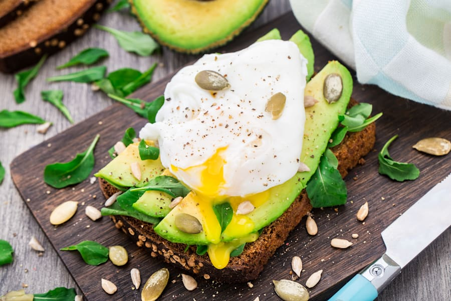 Eggs (protein), good-quality carbs (rye bread) and healthy fats