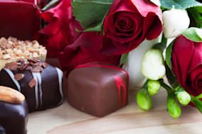 D2W3WN Valentines day roses and chocolates.  chocolate; roses; Sweets; candy; flower; flowers; food; red; romantic; rose; roses;