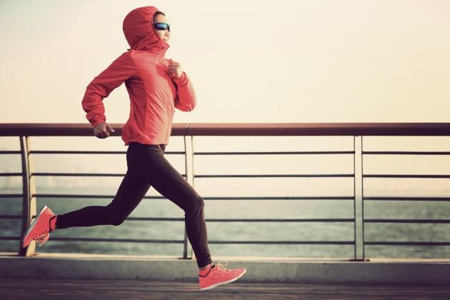 Runners, tights, sunnies aaaaand hooded jacket? It's all a bit