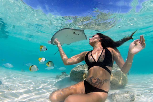 Amazing underwater pictures of woman with stingray
