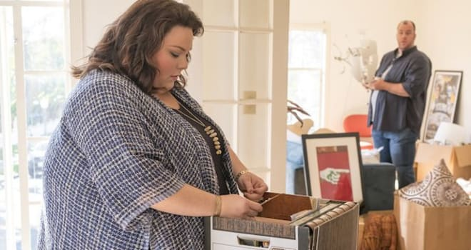 "THIS IS US -- ""Moonshadow"" Episode118 -- Pictured: (l-r) Chrissy Metz as Kate, Chris Sullivan as Toby -- (Photo by: Ron Batzdorff/NBC)"