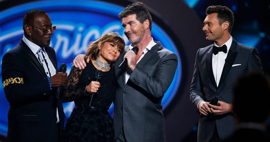 (L-R) Randy Jackson, Paula Abdul, Simon Cowell and Ryan Seacrest appear on stage during the American Idol Grand Finale in Hollywood, California April 7, 2016.  REUTERS/Mario Anzuoni - RTSE3MV