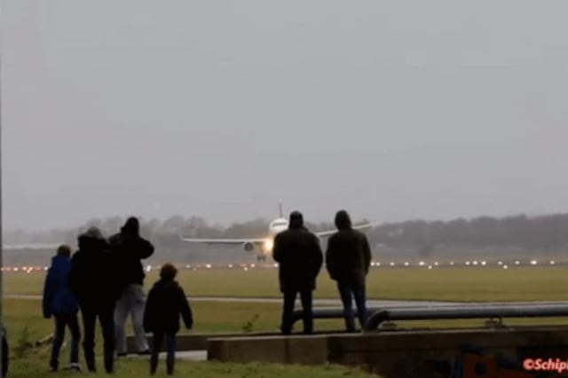Passenger jet lands sideways in cross-winds at Amsterdam Airport