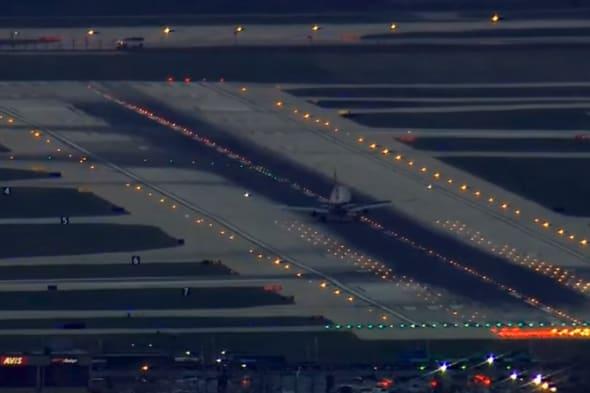 plane lands sideways in Chicago
