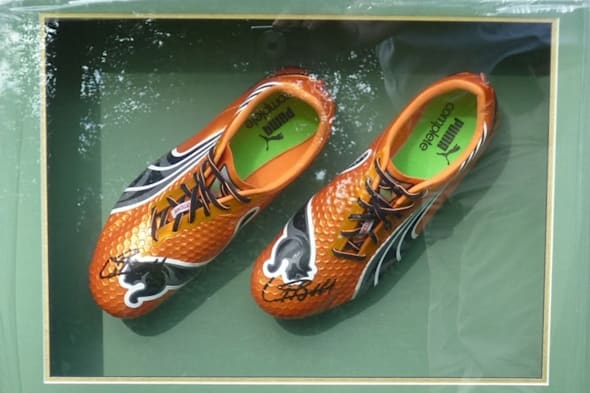 e12b2685829 %VIRTUAL-SkimlinksPromo%Burglars have made a swift getaway with a pair of  running shoes signed by the world s fastest man - six-time Olympic sprint  champion ...