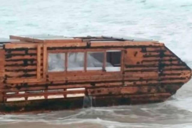 Canadian houseboat washes up on Irish coast