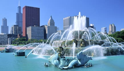 AFJ4P1 Royalty-freeThe Buckingham Fountain, Chicago, Illinois, USA landmark, before downtown skyscraper skyline including the S