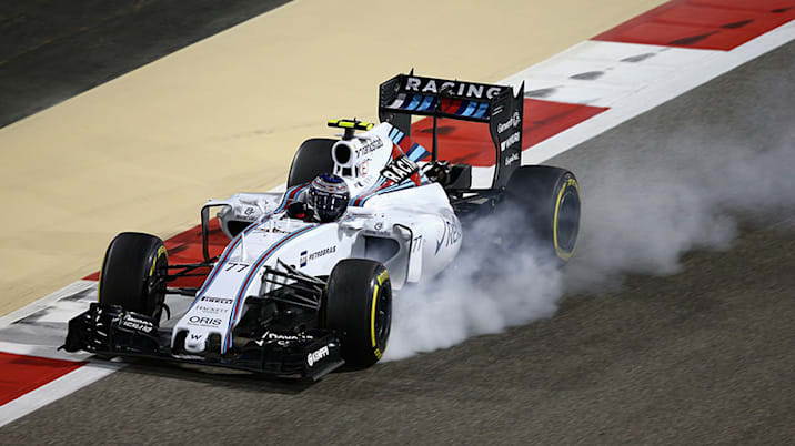 Valtteri Bottas locks up during the 2015 Bahrain F1 Grand Prix.
