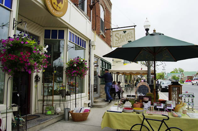 Take A Trip To One Of These Quaint Ontario Towns This