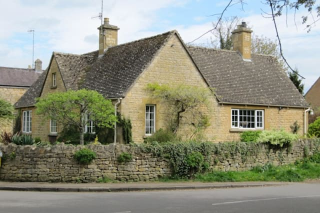 The stone bungalow in Chipping Camden
