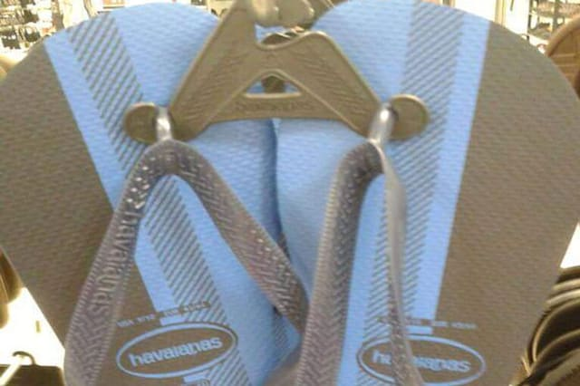 cfce09130d3991 Are these flip flops white and gold or black and blue  - AOL
