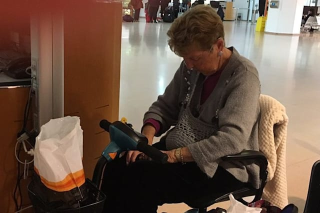 Terminally ill woman stranded after easyJet throw her off flight due to oxygen canister
