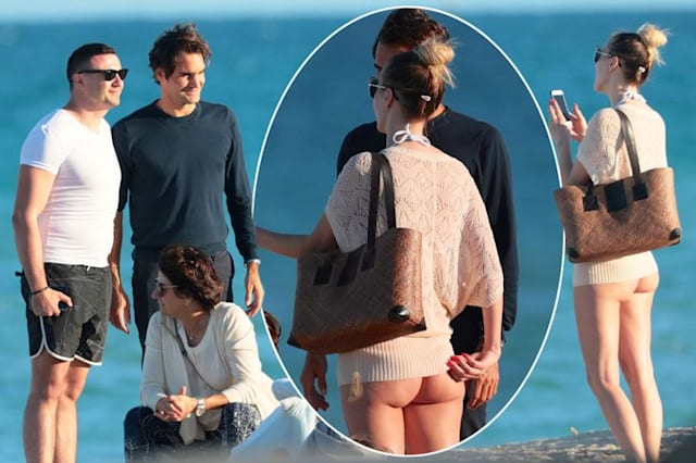 Federer poses with fan on beach