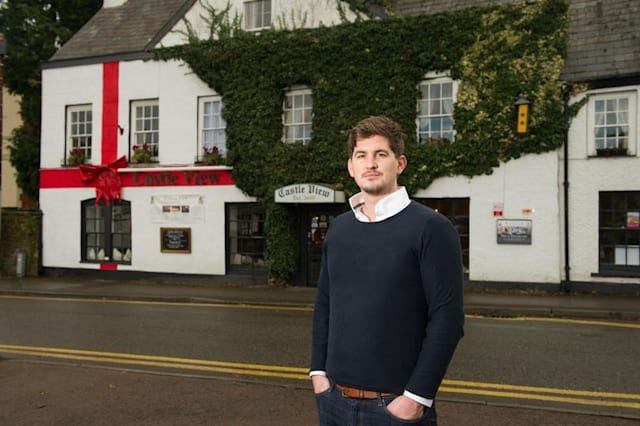 Welsh locals mistake Christmas bow for English flag