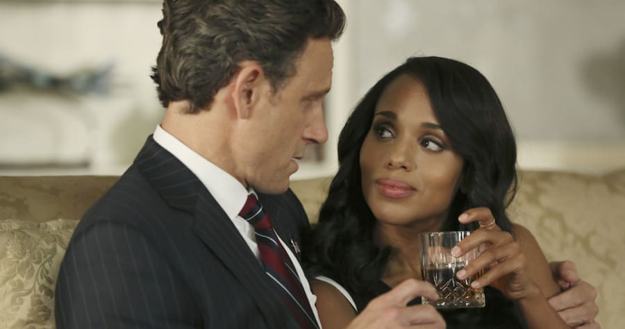 """SCANDAL - """"Paris is Burning"""" - Olivia and Fitz face some very big consequences and Mellie brings in an old friend to make sure she gets her way. Meanwhile, Abby shows Olivia she is fully capable of handling working at the White House, on """"Scandal,"""" THURSDAY OCTOBER 8 (9:00-10:00 p.m., ET) on the ABC Television Network. (ABC/John Fleenor)TONY GOLDWYN, KERRY WASHINGTON"""