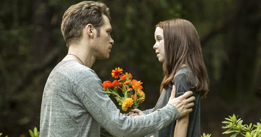 """The Originals -- """"Haunter of Ruins"""" -- Image Number: OR403a_0212.jpg -- Pictured (L-R): Joseph Morgan as Klaus and Summer Fontana as Hope -- Photo: Bob Mahoney/The CW -- �?© 2017 The CW Network, LLC. All rights reserved."""