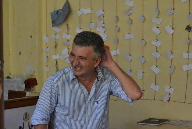 Antonio Prieto, sonriente en el Café de las Sonrisas, proyecto al que él mismo ha dado
