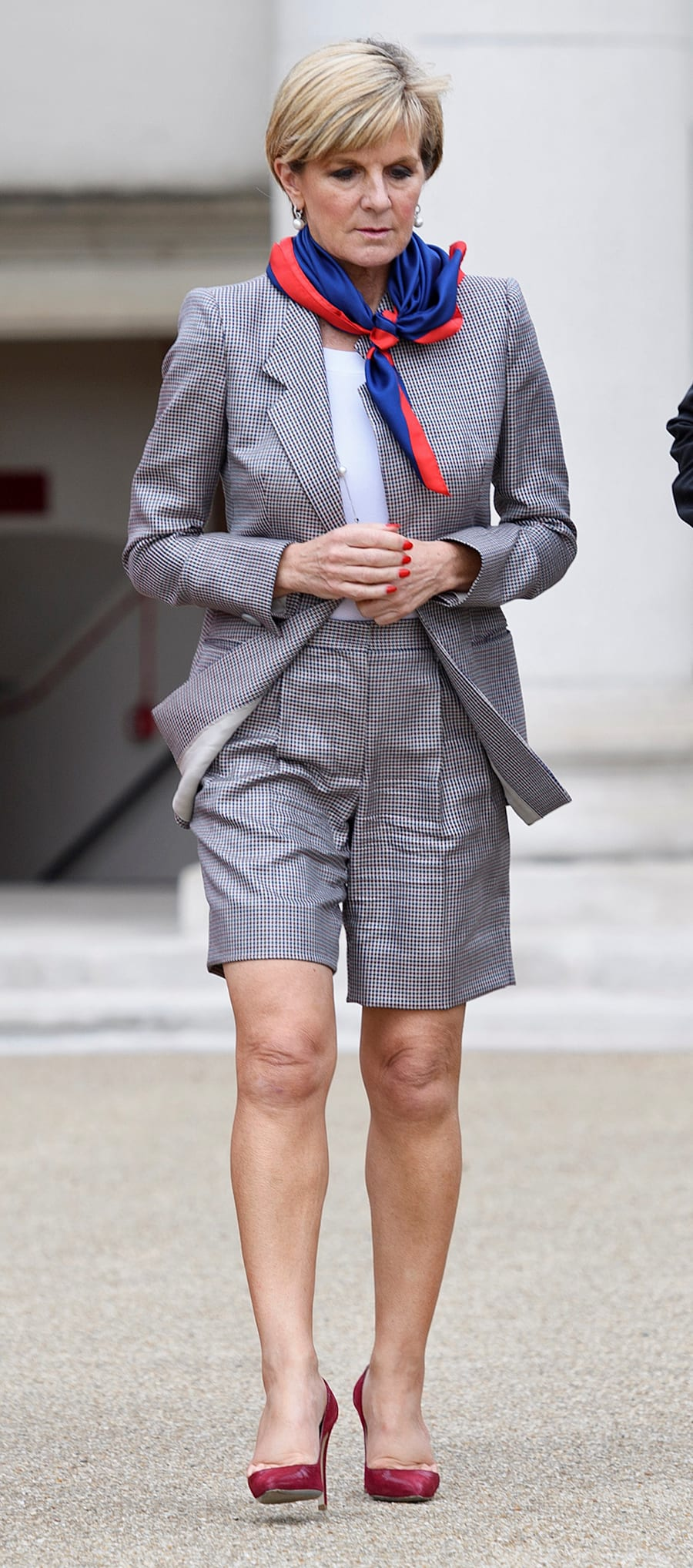 What to wear when you're meeting the British Foreign Secretary? High waisted, chequered shorts, of