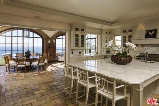 The stunning kitchen