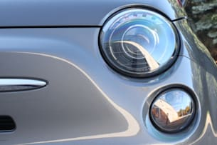 2013 Fiat 500e headlight