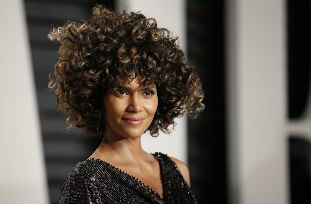 Halle Berry Shares Sexy Skinny Dipping Video After The 2017 Oscars A Girl Cant Wait -8859