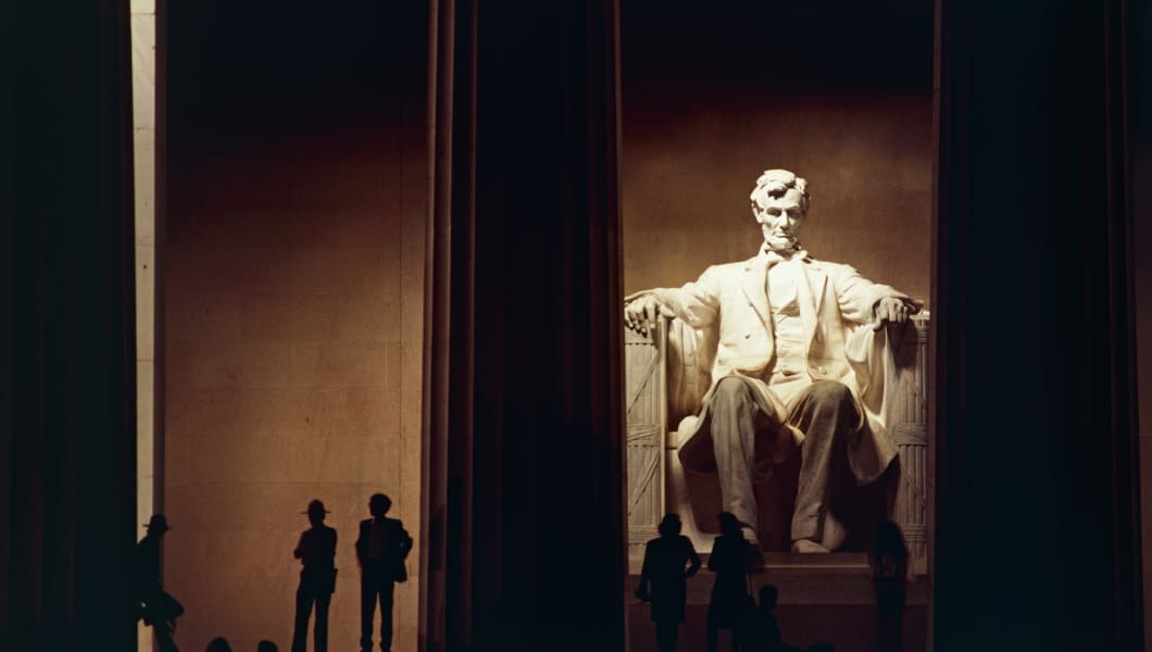 UNITED STATES - APRIL 23: The monument to President Abraham Lincoln (1809-1865) at night, Lincoln Memorial, 1922, Washington DC, District of Columbia. United States of America, 20th century. (Photo by DeAgostini/Getty Images)