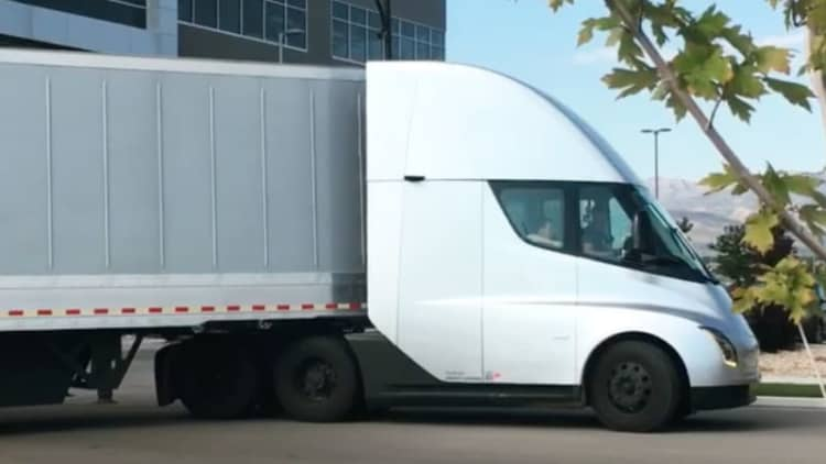 Watch and listen to the Tesla Semi accelerate