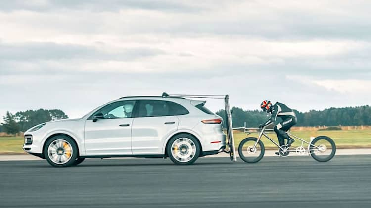 New European bicycle speed record set behind Porsche Cayenne Turbo