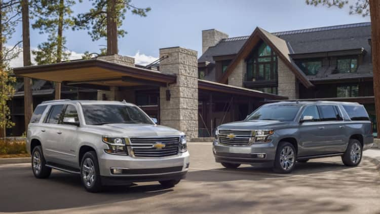 2019 Chevrolet Tahoe, Suburban SUVs get new V8 trim