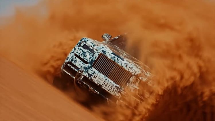 Watch the Rolls-Royce Cullinan tackle the sand dunes outside Dubai