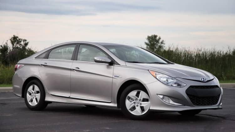 Hyundai recalls about 980,000 Sonatas for seat belt detachments