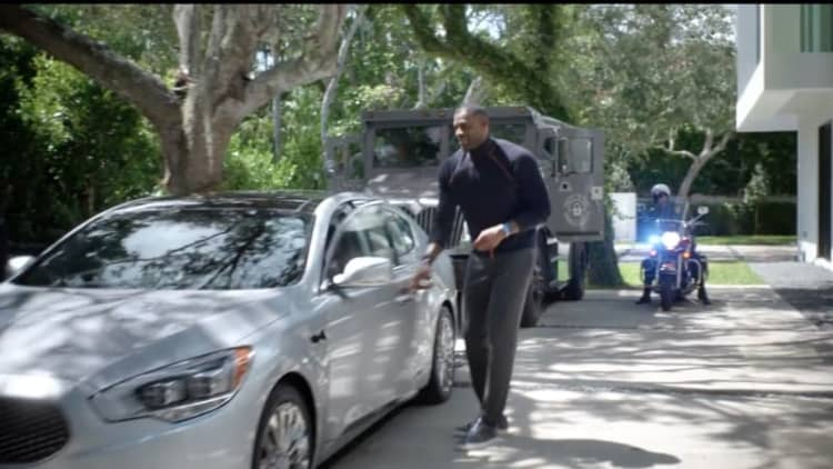 LeBron James ad claims $10M fan bet proving he drives K900