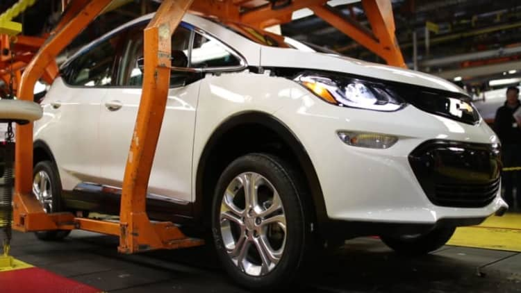 Chevy Bolt gets rolling in pre-production video