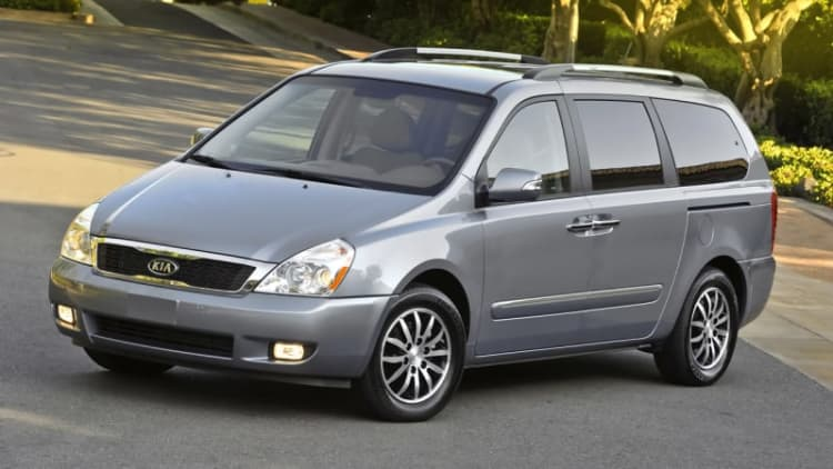 Kia recalls 98,000 Sedona minivans for suspension corrosion